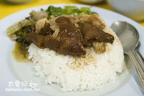 蘇叻他尼夜市裡的豬腳飯