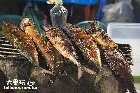 蘇叻他尼夜市裡的烤魚