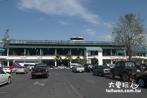蘇叻他尼機場