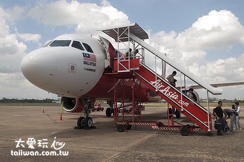 搭亞航從吉隆坡直飛蘇叻他尼機場