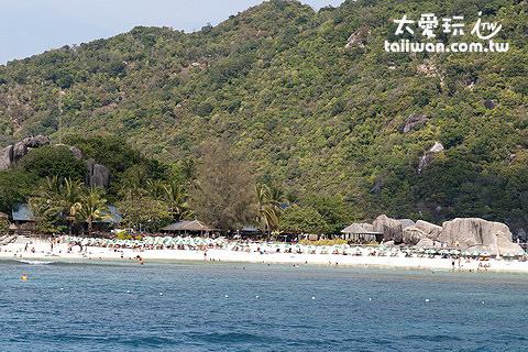 龜島與南園島最出名的就是它的海底世界