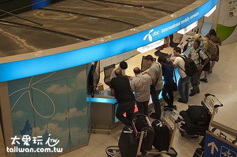 曼谷蘇汪納蓬國際機場入境大廳的dtac櫃檯是24小時營業