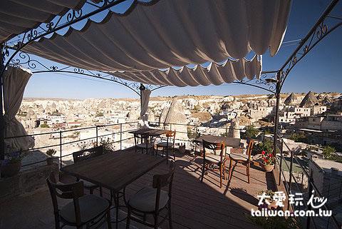 頂樓就是Aydinli Cave House的餐廳