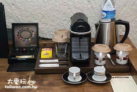 房間內的咖啡、茶具