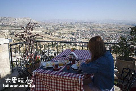 早餐可以俯瞰整個厄古普鎮(Urgup)