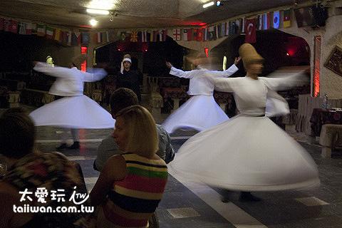 旋轉舞因為過程最為優美而成了蘇菲教派眾所皆知的靈修